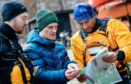 Lars advising teams as Race Director at the Montane Kong Vinter