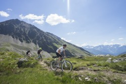 Riders on the course on day 4 at Gavia Pass